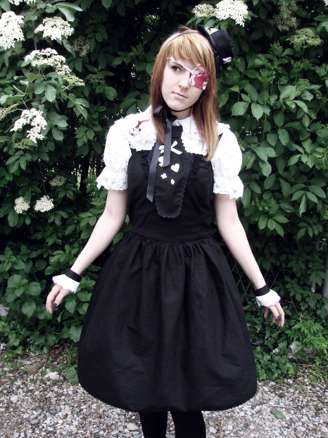 Lorena as grotesque gothic lolita for illustration of kawaii styles on my lecture about Japanese culture of cute at Sferakon.